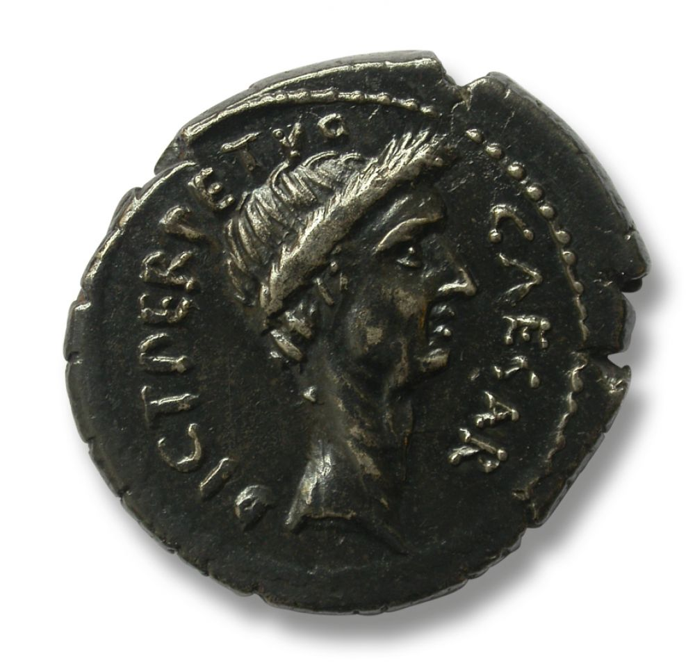 10000 years of economy coins bearing the image of julius caesar obverse with the effigy of julius caesar reverse depicting venus on the left leaning on a scepter and holding in her right hand a small winged victory freerunsca Images